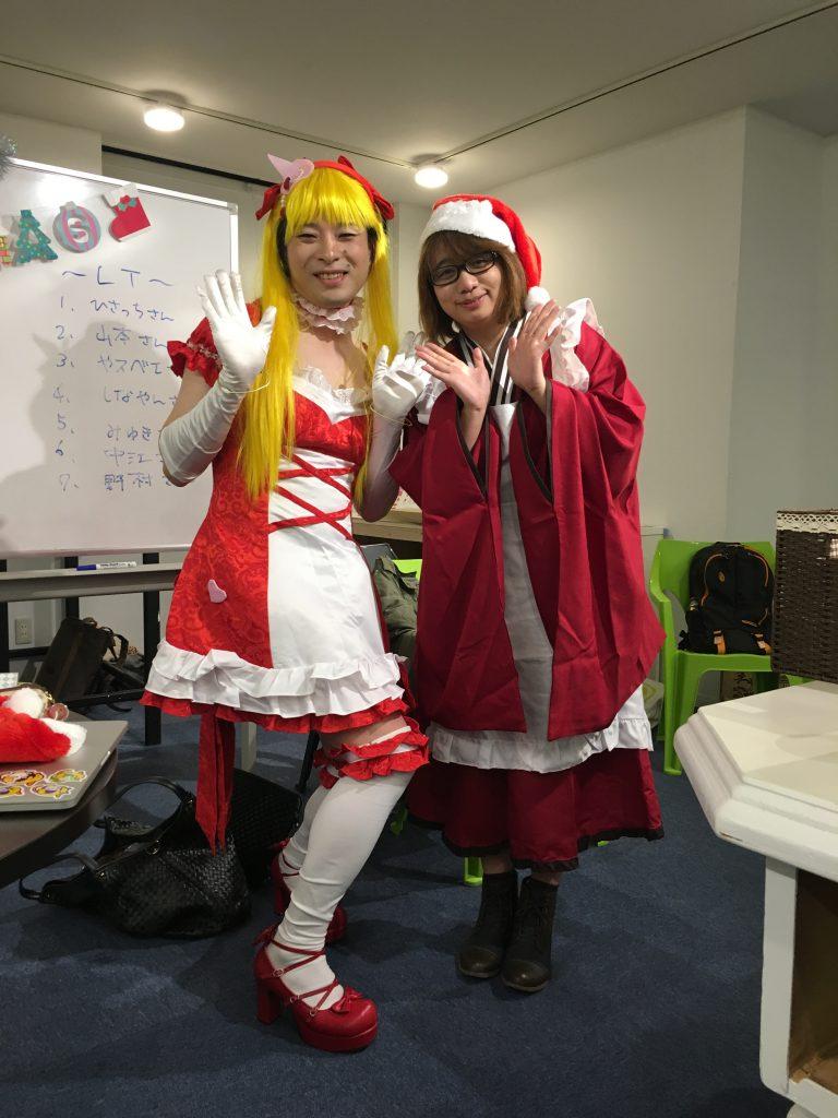 お楽しみのドレスコードは今回限定の「コスプレ」。クリスマスっぽく赤基調!